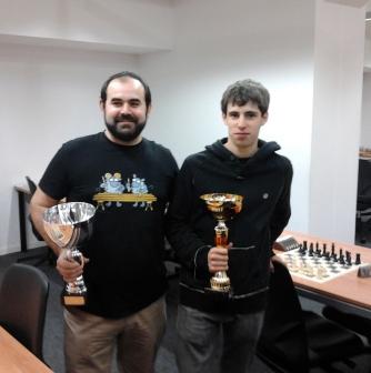 Iker (Izda.) y Daniel (dcha.) con sus trofeos, Zorionak!