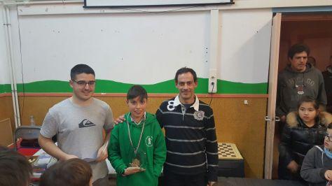 Ander Tafall recibiendo su trofeo