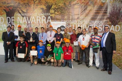 Foto familia de los galardonados y autoridades (Juan Cruz Iturralde)