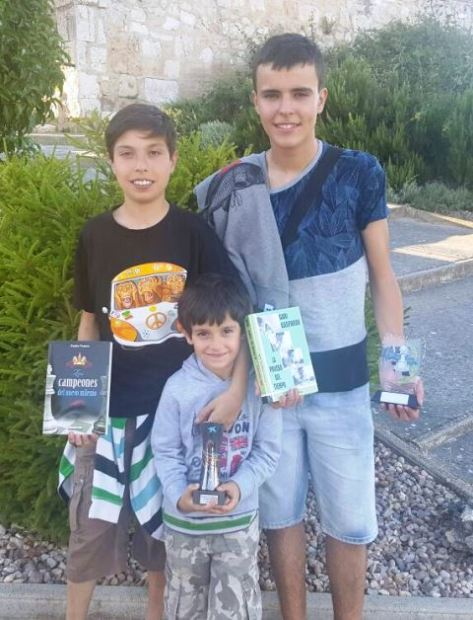 Ander, Patxi e Iker con sus premios