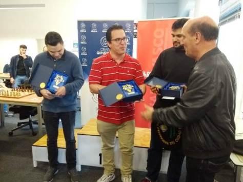 Renier Vázquez a punto de recibir la txapela de campeón