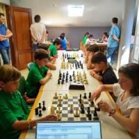 Bonita tarde de ajedrez en el Kasino Zaharra hoy, con motivo del Zonal Bidasoaldea Txikis 2019 del Torneo Gaztedi - Kutxabank Fundazioa