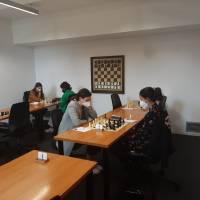 Gran trabajo de nuestras tres jugadoras en el Campeonato Femenino de Gipuzkoa 2021 que ha terminado hoy. Goretti Laporte 7ª, Nora Lera 6ª y Haizea Tornay subcampeona. Han acompañado a Haizea en el podio las jugadoras de Gros XT Estibaliz Apellaniz (3ª) y Elisabet Ruiz, nueva campeona de Gipuzkoa. ¡Felicidades a todas las participantes y a la organización!